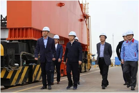 Mr. Fu Gangfeng, Director, General Manager and Deputy Secretary of the Leading Party Members' Group of COSCO Shipping Group Led a Team to Guangzhou Container Factory for On-site Survey